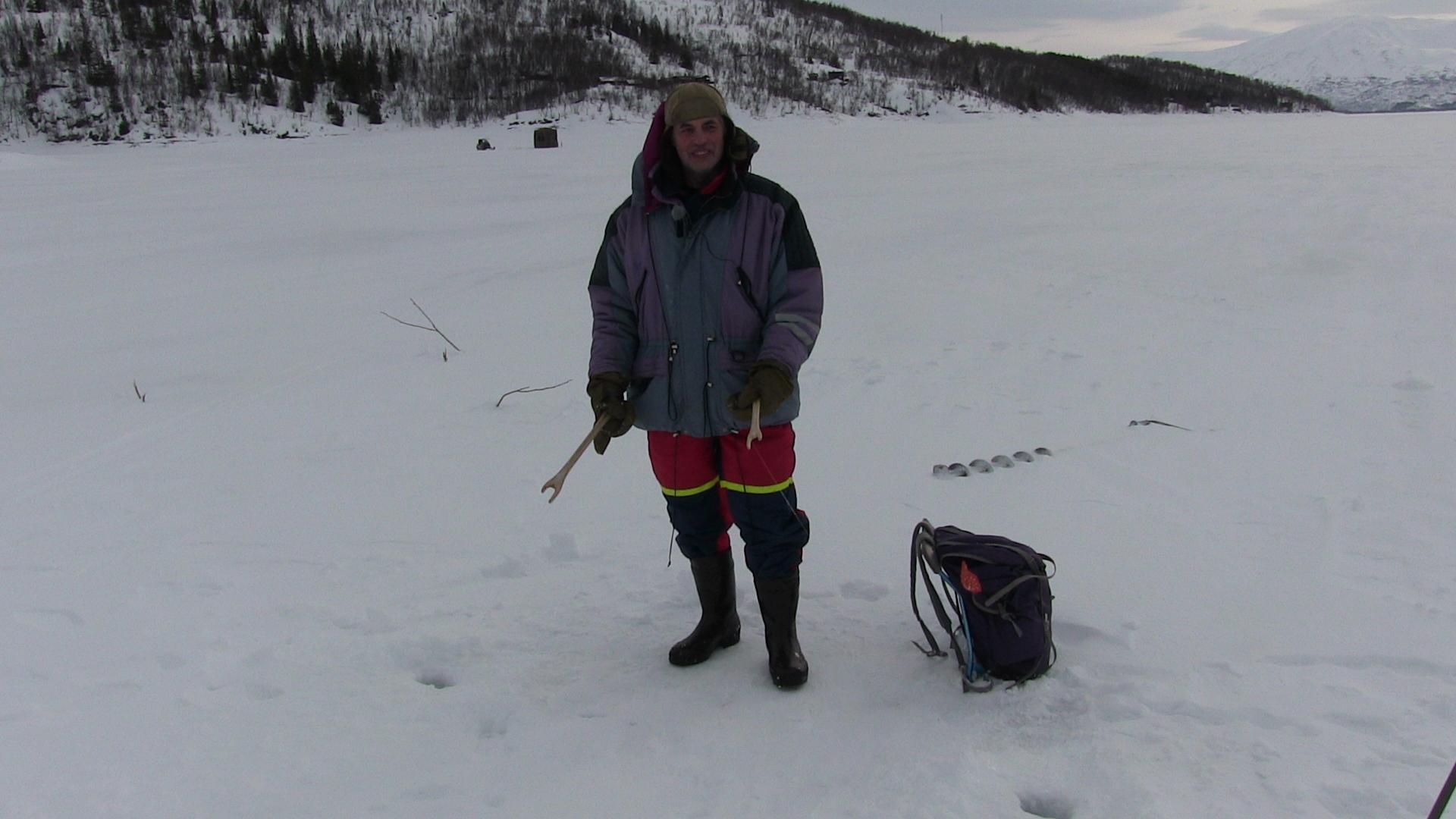 Isfiske påTustervass straumen