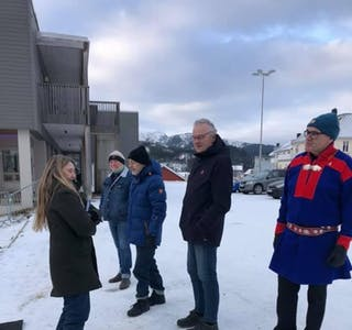 Hilde Sletten orienterer besøkende om hva Motvind Sjonfjellet er.