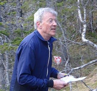 På 67-årsdagen feide han gjennom ei ganske krevende treningsløype i området Nesan ved Grønvika. Etter snart fem år i miljøet til o-gruppa i Korgen IL har Svein markert seg som en dyktig orienterer, og et dugnadsmenneske det står respekt av.