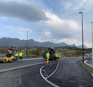 Det blir ny asfalt flere steder i Hemnes i sommer.
