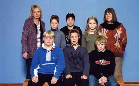 Øverst fra venstre: Lærer Torun Aas, Viljar Jørgensen, Stian Lillemo, Kine Johansen og lærer Marie Karoliussen. Nederst fra venstre: Roger Sundsås, Simen Peter Eiterjord, Marius Oksfjellelv.