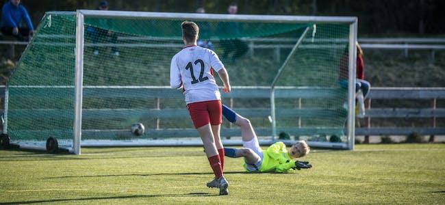 MÅL: Ole-Emil skaper ny gnist i laget i det han setter kampens første mål for Korgen.