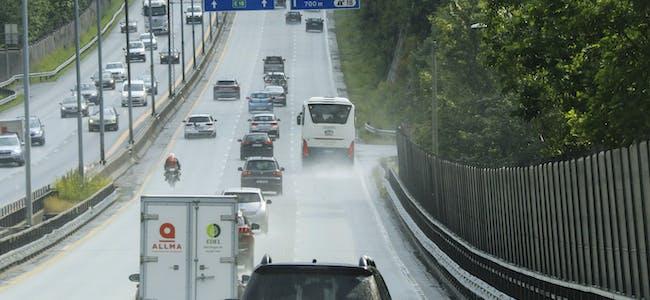 De siste årene har det vært en nedgang i antall omkomne i trafikken, mens tallet på hardt skadde stadig øker, ifølge Trygg Trafikk. (Illustrasjon)