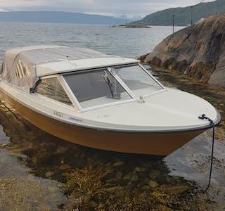 Politiet i Nordland søker opplysninger om denne båten.