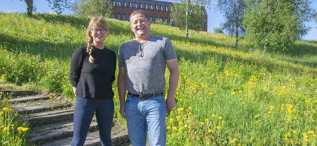 Rektor ved kulturskolen i Hemnes, Elisabeth Ødegård og enhetsleder Teknisk i Hemnes kommune, Thomas Wirthgen håper at street art-kurset skal gjøre kommunens fasader mer fargerik.