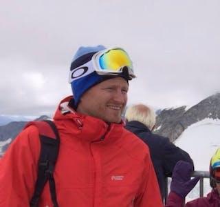 """Daglig leder ved Bjerka Kro, Glenn Hjemaas, her i """"vinterdrakt""""."""