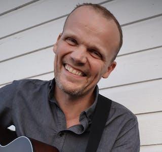 Pål-Are Bakksjø gir ut EP med tittelen «Små brev» 1. august.