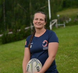 Pauline Opstad håper rugbymiljøet vokser i hele landet. Det er gøy å spille, og jeg blir alltid i godt humør av det, sier hun entusiastisk.