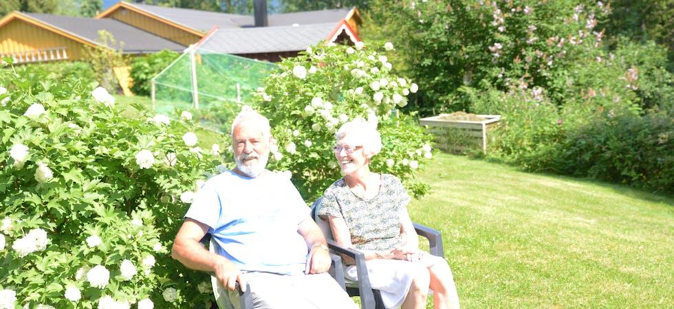Rolf og Unni Skjefstad har i slutten av juli vært bosatt i Korgen i 50 år. – Her trives vi, Korgen og området rundt er så vakkert, og vi har familie, og mange venner og bekjente her, sier de.