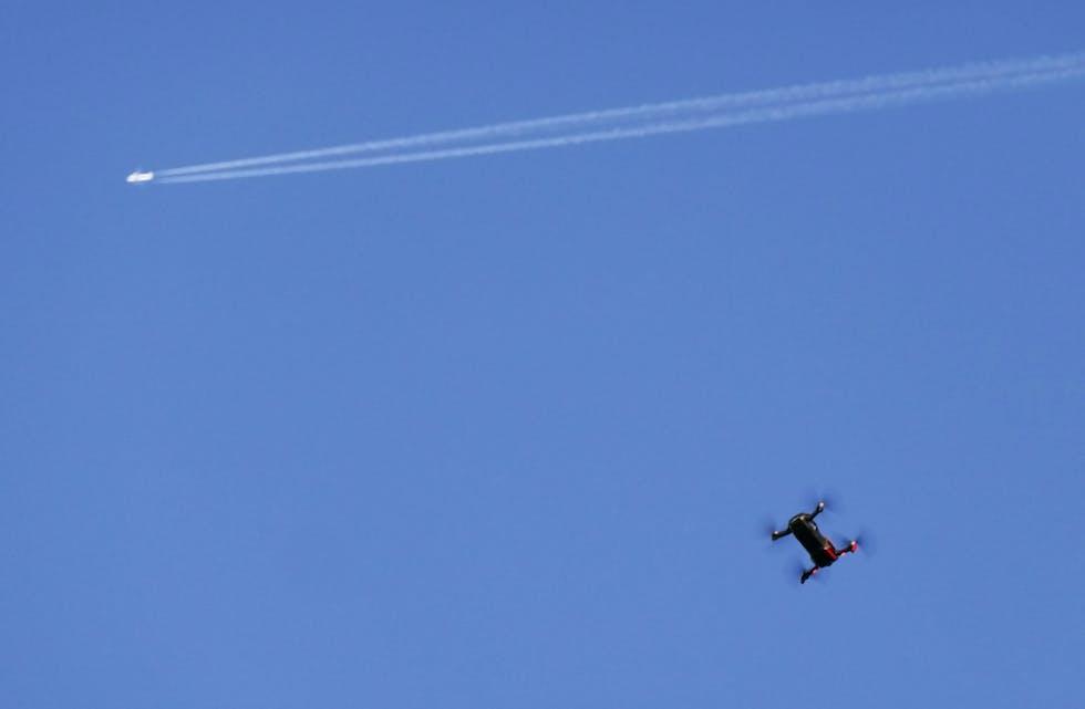 Widerøe-fly møtte drone på 1.300 meters høyde. (Illustrasjon)