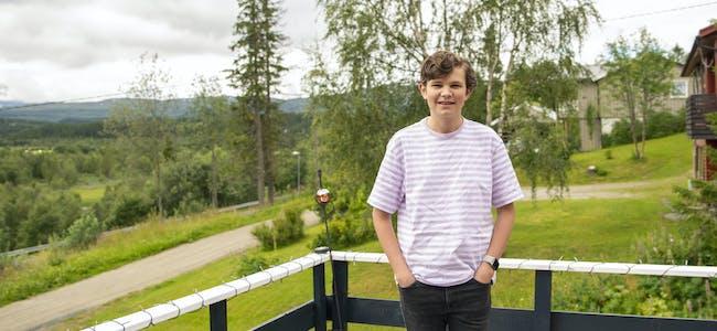 Aksel Gabriel Svartvassmo har øvd seg på både klesvask og matlaging i forkant av den nye tilværelsen som venter fra skolestart høsten 2021.