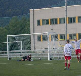 Endelig, etter 86 minutter, Eirik Flostrand Kristoffersen kan juble for mål, det står 1-1.