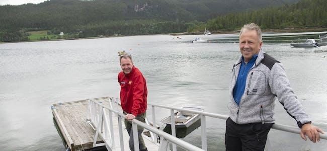 Hermann Larsen (t.v.) og Ole Ronny Juvik er med i prosjektgruppa som jobber med planer om ny havn på Juvika.
