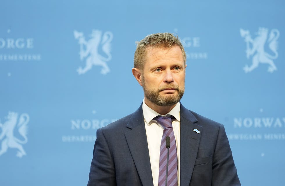 Helseminister Bent Høie (H) her under en tidligere pressekonferanse om koronasituasjonen i Norge.