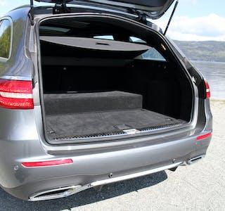 Mercedes-Benz skal ikke lenger bruke utviklingspenger på hybridbiler, som denne E300 de hvor den elektriske enheten ligger som en kasse i bagasjerommet.
