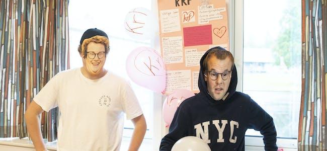 Jakob Nerleir alias Olaug Bollestad og Torstein Tverå Skreselett alias Kjell Ingolf Ropstad var på plass på Krf sin stand.
