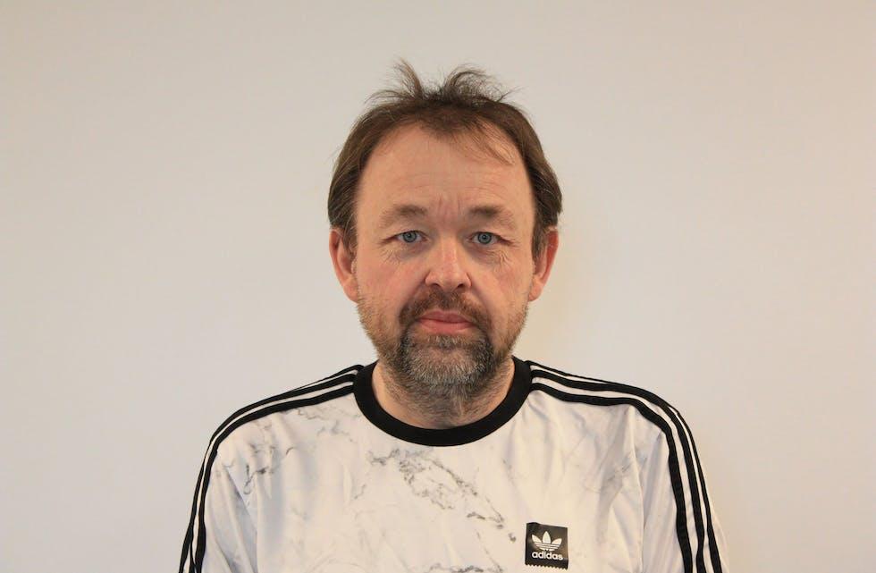 Lasse Jakobsen er en av dem som er valgt av valgstyret i Hemnes til å «passe på» oss velgere på valgdagen.