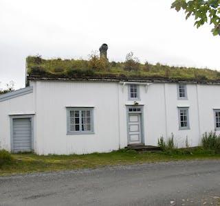 På Hemnesberget ligger Hemnes kommunes offisielle Tusenårssted, Lapphella. Der ligger Per Smed-stua, som er en av to bygninger Hemnes kommune eier der, og som er en del av Helgeland Museum. Dette er det nest eldste huset på Hemnesberget, og ble reist omkring 1840.