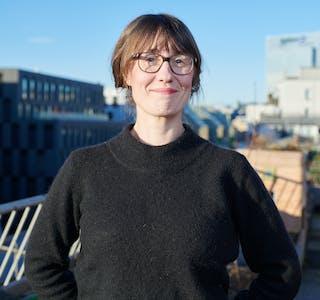 Ida Seljeseth har doktorgrad i retorikk og mener politiske slagord i stor grad bør vekke følelser i oss.