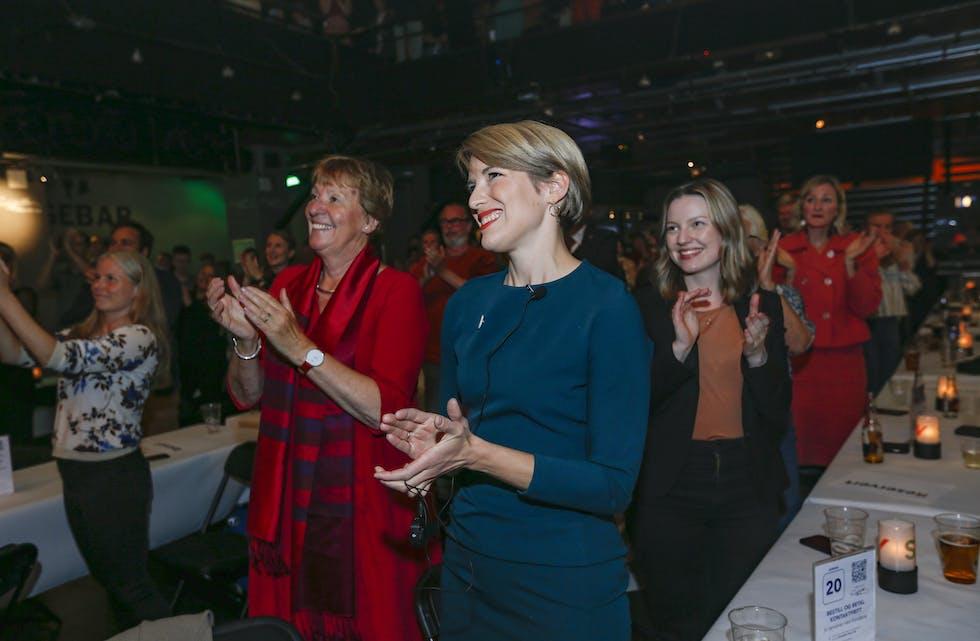Marianne Borgen og Kari Elisabeth Kaski under SVs valgvake på Rockefeller ved stortingsvalget 2021.