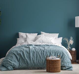 Du bør unngå å sette møbler tett inntil kalde vegger.