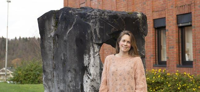 Marianne Evjen kombinerer jobben som kreftkoordinator i Hemnes kommune med jobb som kreftsykepleier ved kreftpoliklinikken på Helgelandssykehuset i Mo i Rana.