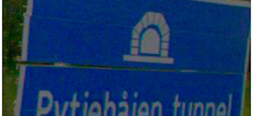 Statens vegvesen vet ikke sitt arme råd, på et skilt står det Pytjehåjen, på kartet Pyttjehaugen og Pytjohåjen. Nå vil de til topps med saken, og har du sterke meninger er det høring.