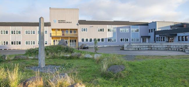Hemnes kommune har to søkere til stillingen som rektor ved skolen.