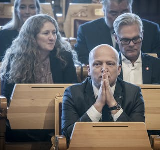 Finansminister Trygve Slagsvold Vedum vil øke bostøtten for å hjelpe folk med de høye strømprisene.